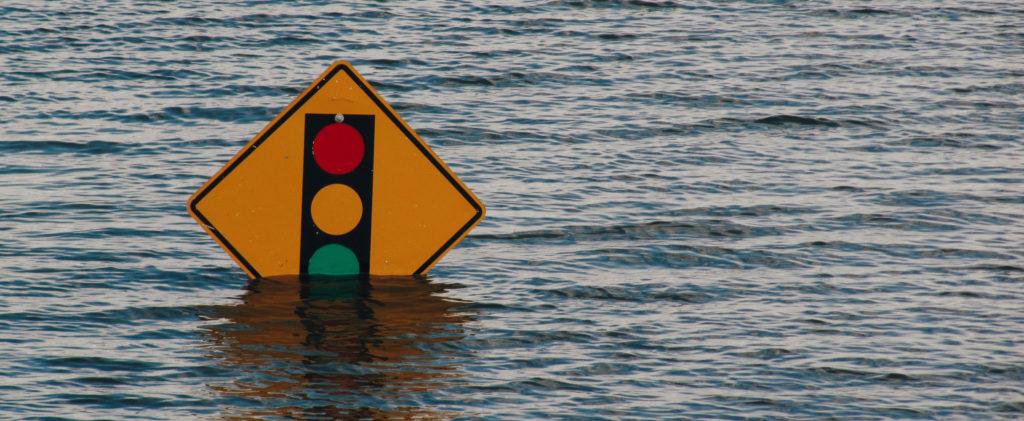 Schild im Wasser